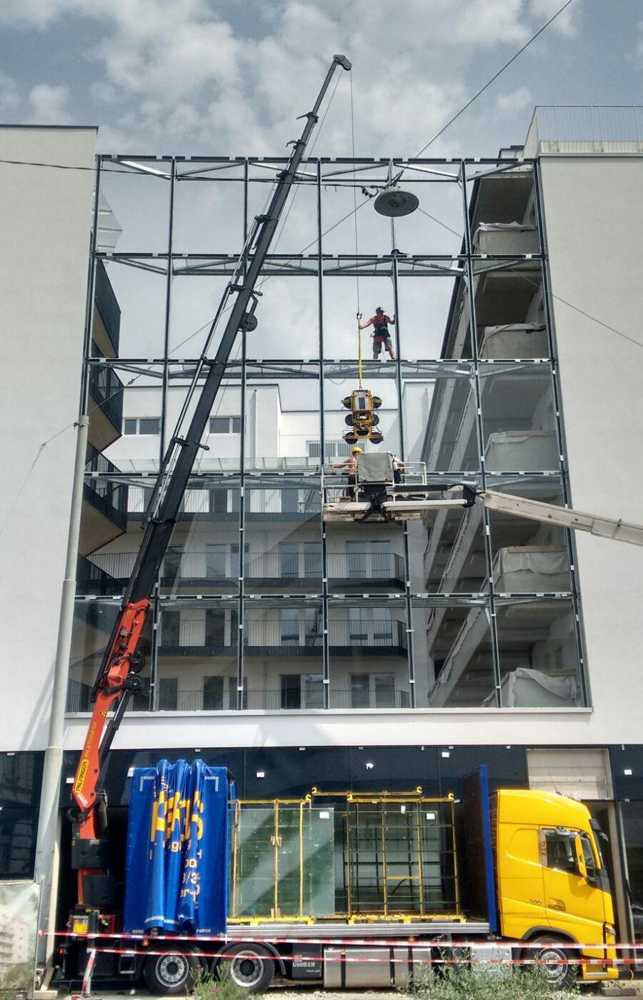 Kranverglasung_Fassade